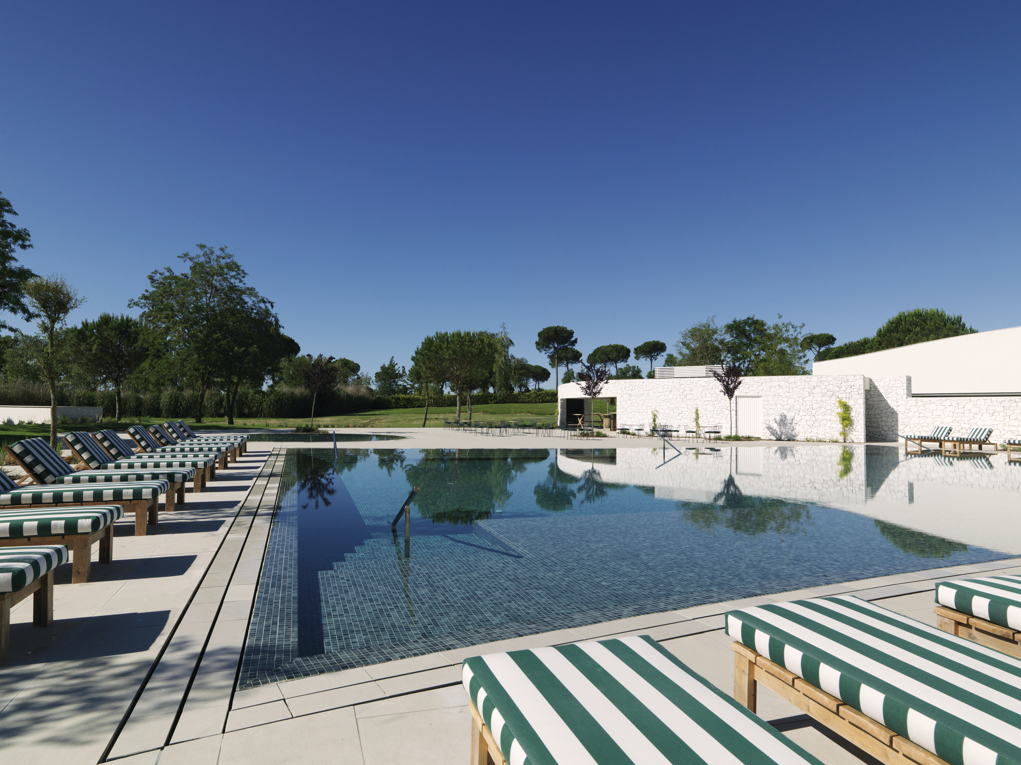 Hotel Camiral Pool Image 2